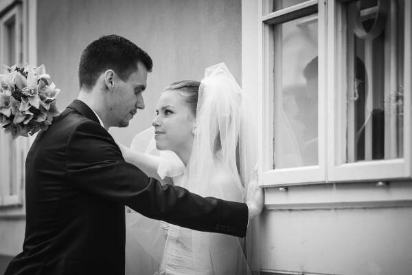 Esküvő-kreatív fotózás fekete-fehér - pixLX